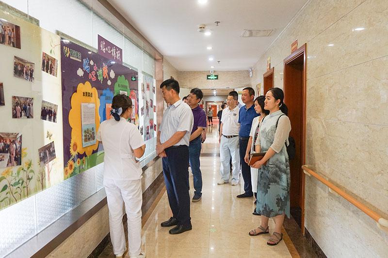 河北省石家庄市民政局齐志江副局长一行到云岩区中心敬老院、皇钻老年护理院考察